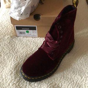 Dr. Martens velvet boot. Brand new inbox us 9